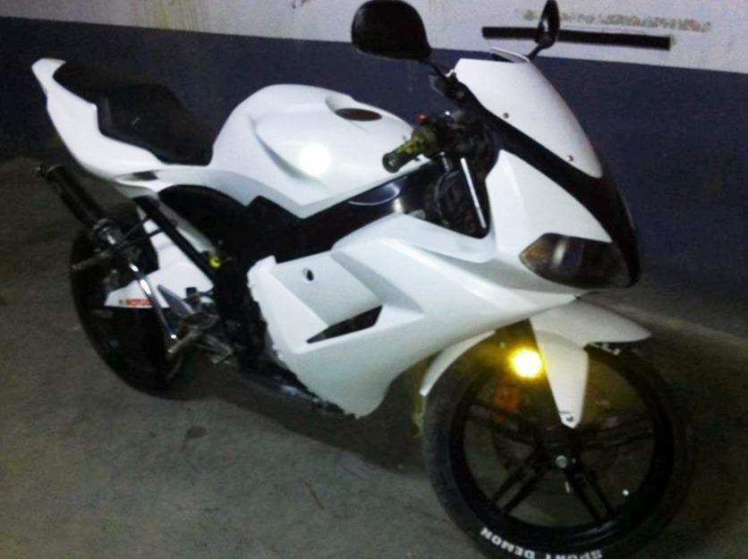 vendo moto Yamaha ZTR (urgente)