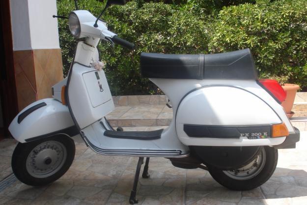 oportunidad:vespa 200cc con 2800 klts del 97,color blanco.2000 euros,tlf.617255346