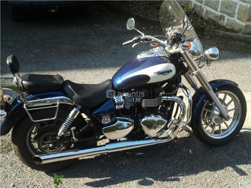 Triumph america 900 2-tone