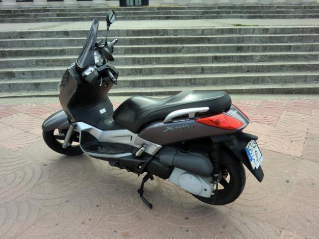 Vendo mi moto - YAMAHA XMAX 250